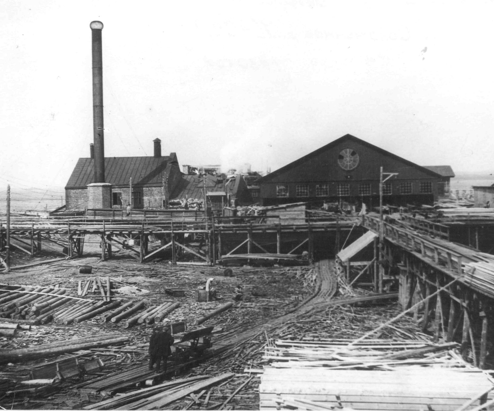 The first sawmill on the bank Logmozero was built in twelve miles from the city of Petrozavodsk in 1874.